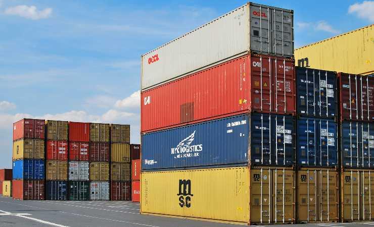 Containers Amazon e Poste Italiane (Pixabay)