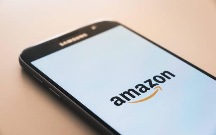 Smartphone Amazon e Poste Italiane (Pixabay)