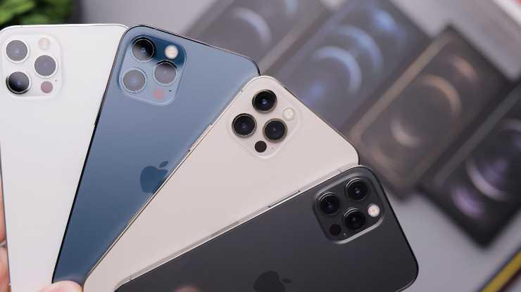 iPhone 12 ricarica inversa (unsplush)