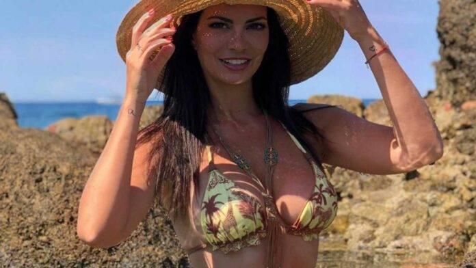 laura torrisi topless